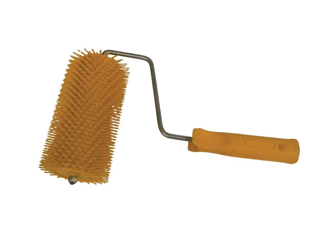 Honey loosener with plastic needles