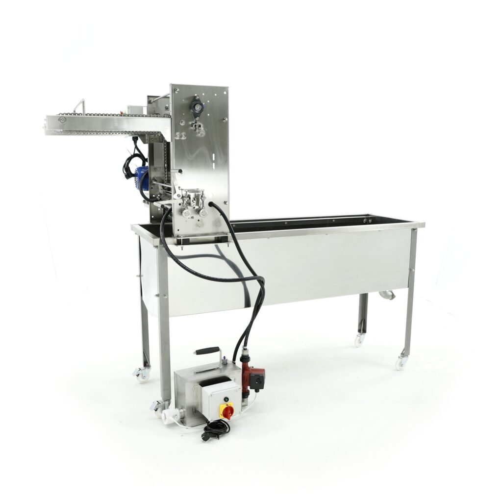Uncapping machine with closed circuit